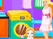 Барби стирает за малышем