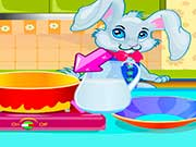 Кролик красит пасхальные яйца